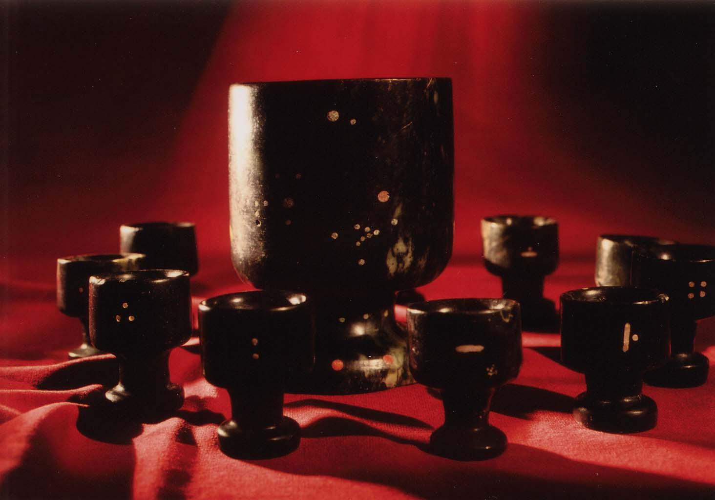 12 нефритовых чаш артефакт.